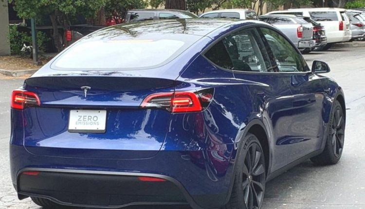 تسلا تعلن عن تخفيض أسعار سياراتها بما يصل إلى 19 ألف ريال سعودي