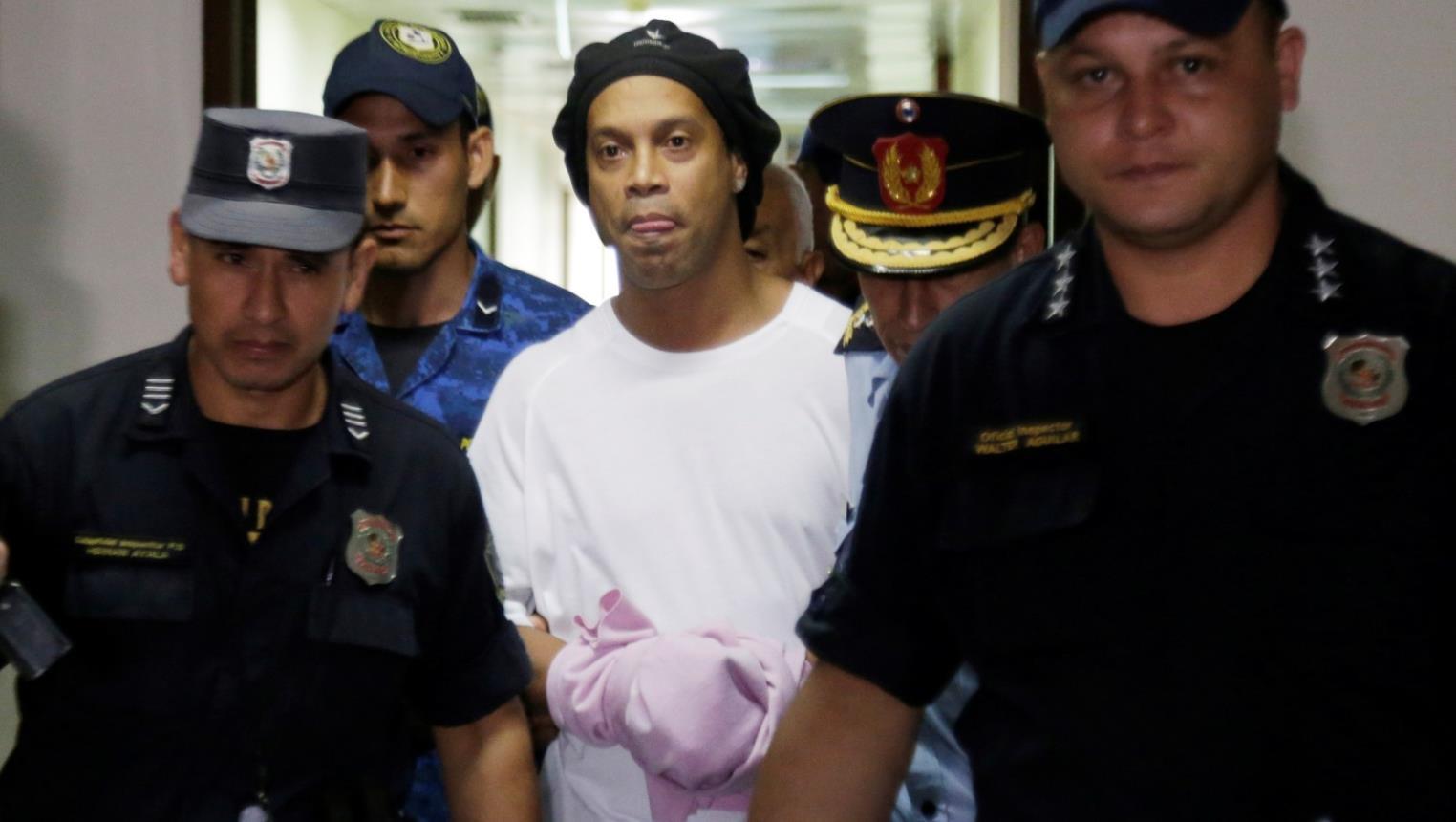 رونالدينيو مُتحدثًا عن فترة سجنه… أطول 70 يوم في حياتي