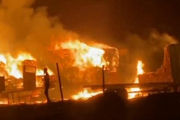 شرطة الشرقية: الإطاحة بالمتورط في حرق 25 شاحنة أعلاف للماشية بمحافظة حفر الباطن