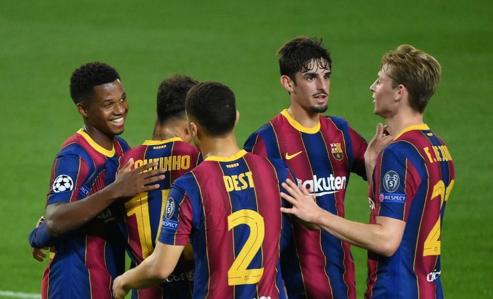 برشلونة يكتسح بطل المجر بخماسية مقابل هدف في افتتاحية دور المجموعات