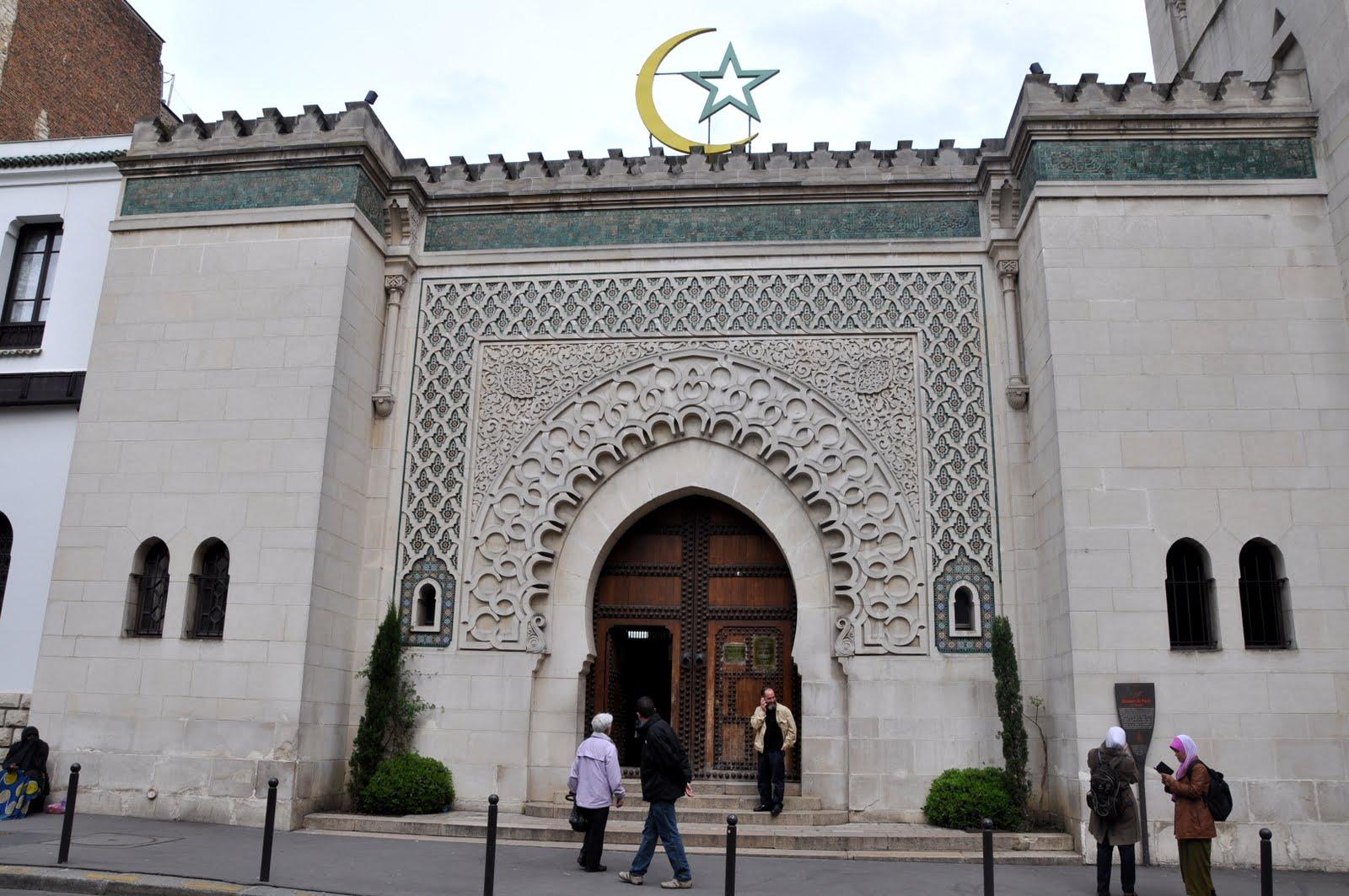 ماكرون يمهل قيادات الإسلام في فرنسا لتشكيل مجلس وطني للأئمة