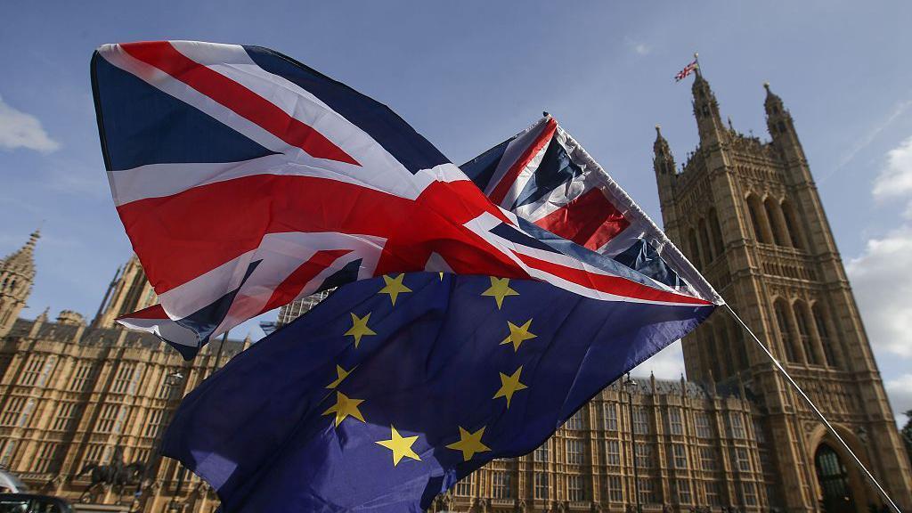 بريطانيا تُهدد الاتحاد الأوروبي وخصوصا باريس عسكريا
