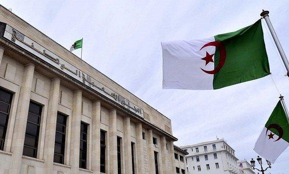 الرئيس الجزائري يحل المجلس الشعبي الوطني ويحول 10 مقاطعات جزائرية إلى ولايات