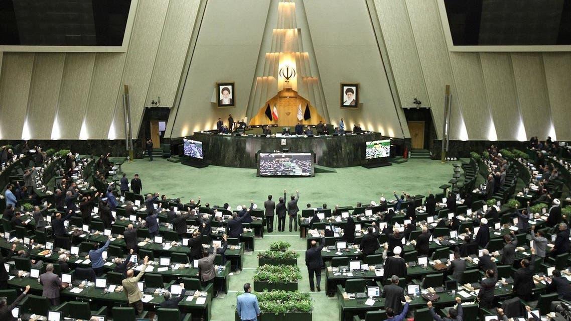 البرلمان الإيراني ينتقد الاتفاق مع الوكالة الدولية للطاقة الذرية.. وقرار يهدد روحاني