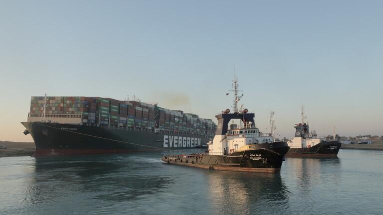 نجاح خطة تعويم السفينة الجانحة في قناة السويس