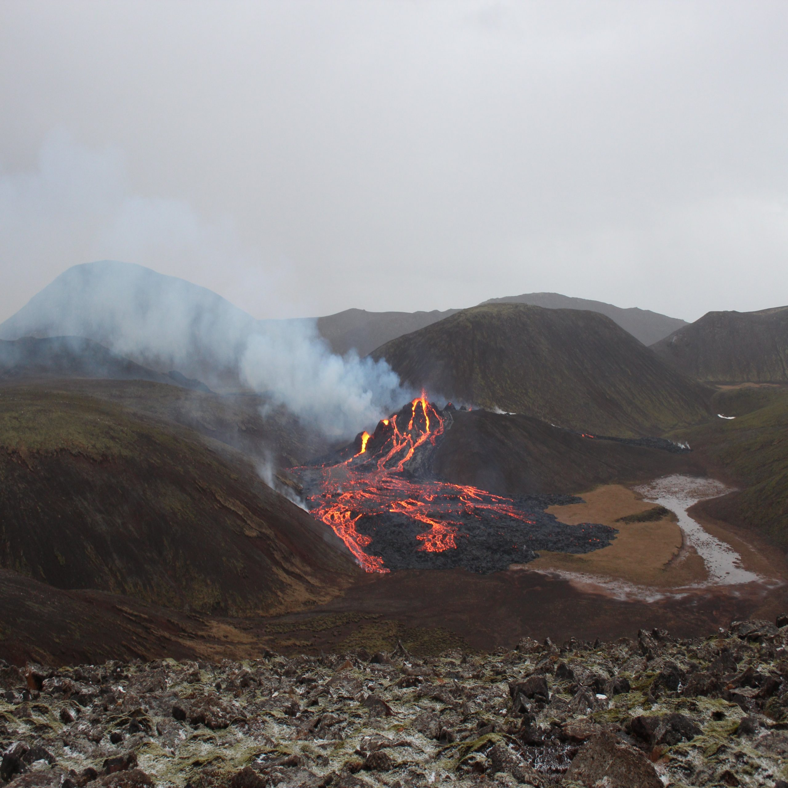 بعد أكثر من 800 عام من الخمود.. ثوران بركان في جنوب غرب آيسلندا