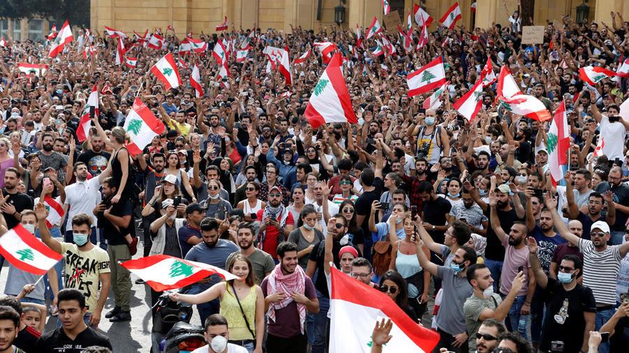 مظاهرات في لبنان لليوم الثاني علي التوالي احتجاجا علي أزمة الليرة