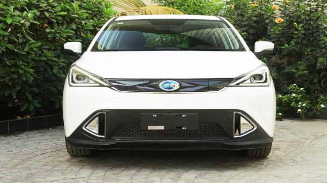 إنطلاق أول سيارة كهربائية من جي إية سي في السعودية
