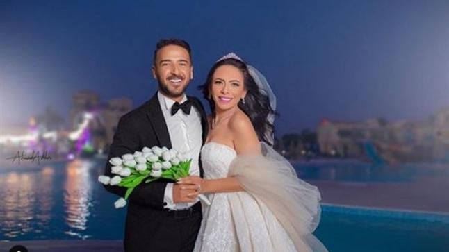 محمد مهران يرد على انتقادات الجمهور له على صورته الجريئة مع زوجته بهذه الطريقة