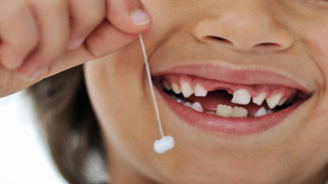 تفسير حلم سقوط الأسنان في المنام للعزباء والمتزوجة والحامل