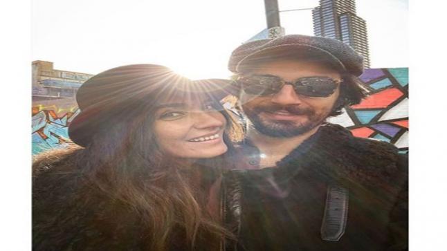 توبا بويوكوستون مغنية لأول مرة بفيديو كليب جديد مع حبيبها أوموت أفيرجان