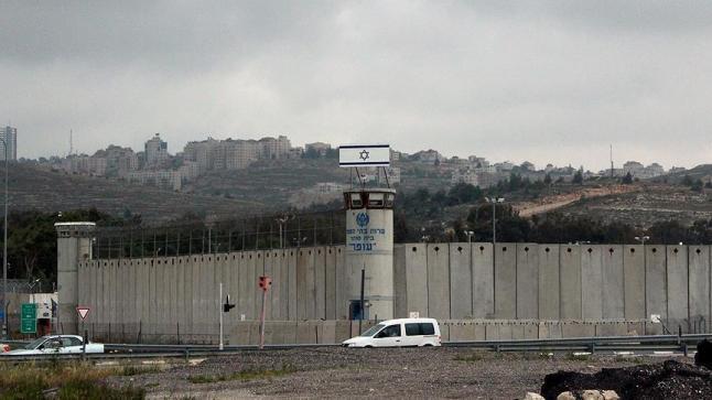 قادة الفصائل الفلسطينية بسجون الاحتلال يشاركون في الاضراب عن الطعام
