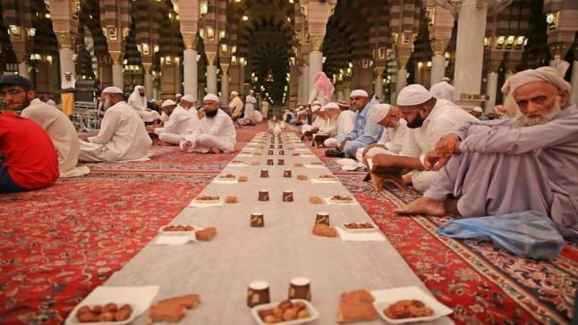 للعام الثاني.. السعودية تعلق الاعتكاف والإفطار الجماعي في رمضان