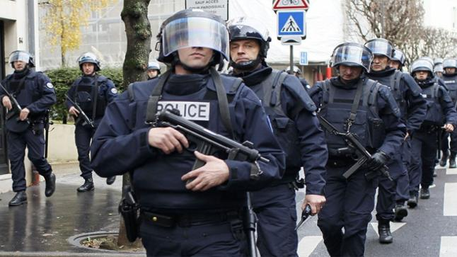 """تصاعد المواجهات في فرنسا.. وأنباء عن تراجع ماكرون عن قانون """"الأمن الشامل"""""""