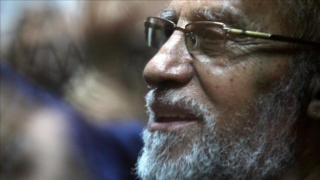 محكمة مصرية تعاقب مرشد الإخوان بالسجن المؤبد بقضية غرفة عمليات رابعة