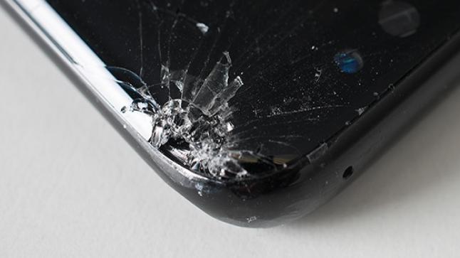 اختبار المتانه يثبت ضعف حواف شاشة هاتف Galaxy S8