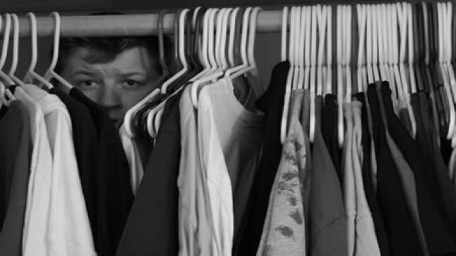 تفسير حلم الاختباء في المنام للمتزوجة والحامل والعزباء