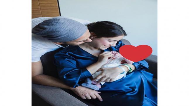 هازال كايا تنشر صورة جديدة لمولودها احتفالا بالكريسماس