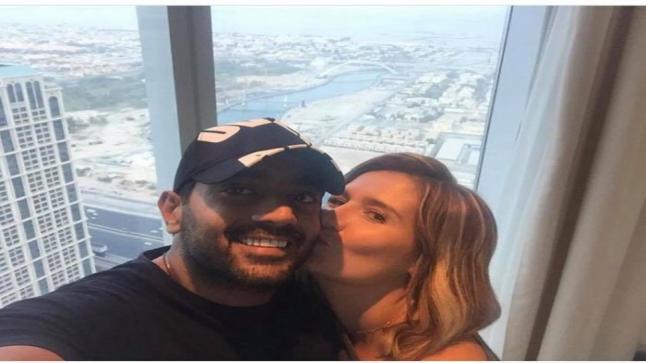 هنا شيحة تشعل الفيس بوك بصورتها الرومانسية مع أحمد فلوكس من أسفل برج خليفة