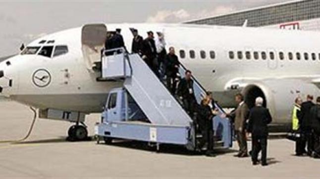 تفسير حلم ركوب الطائرة في المنام للعزباء والمتزوجة والحامل