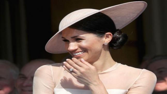 ميغان ماركل بفستان عاري ومثير فهي تكسر القواعد الملكية بكل المقاييس