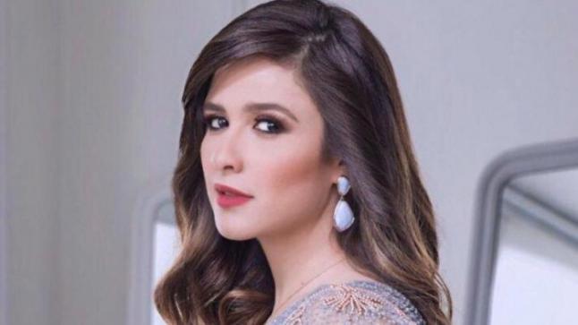 """ياسمين عبد العزيز تحتفل ببدء تصوير مسلسلها الرمضاني """"الملكة"""""""