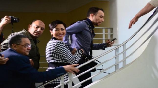 شاهد بالصور شيرين عبد الوهاب برفقة زوجها في أول جلسة تحقيق رافضة الاعتذار للشعب المصري