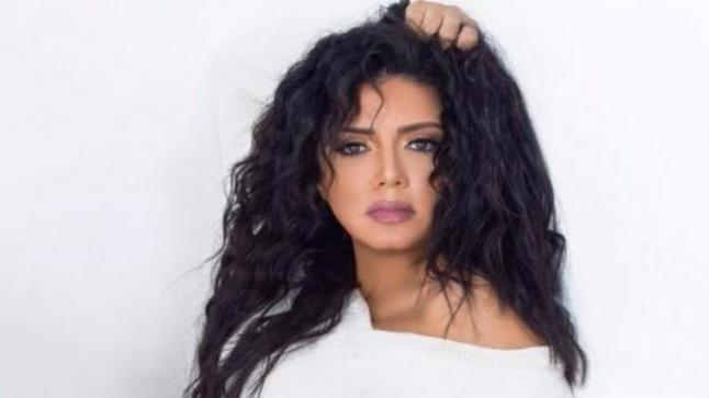 """رانيا يوسف تثير الجدل بإرتدائها الحجاب في مسلسلها الجديد """"وبينا ميعاد"""""""