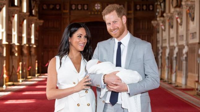 بالصور: الأمير هاري وميغان ماركن يستقبلان طفلهما الملكي الأول، وهذا الاسم الذي اختاراه له