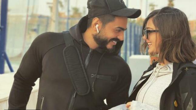تامر حسني وبسمة بوسيل يستقبلان بمنزلهما النجم التركي مراد يلدرام وزوجته ايمان الباني