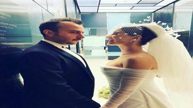 هازال كايا تتألق بفستانين بحفل زفافها