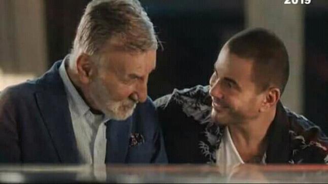 هكذا بدأ عزت أبو عوف حياته الفنية مع عمرو دياب، وهكذا انتهت معه أيضاً