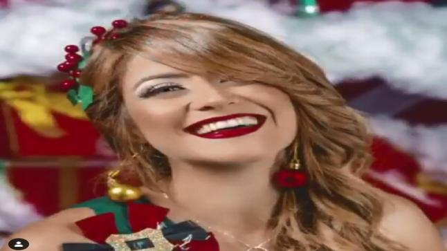 شاهد بالصور احتفال هيدي كرم برأس السنة الميلادية وارتدائها لفستان شجرة الكريسماس