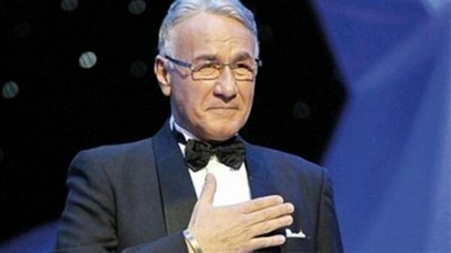 شاهد فيديو جنازة جنتل مان السينما المصرية عزت أبو عوف وسط حضور العديد من نجوم الفن