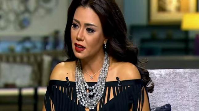 محامي رانيا يوسف غاضب ويرد على منتقدي موكلته قائلا ما حدث معها شئ مقزز ومقرف