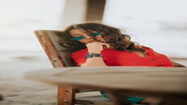 سميرة سعيد تشعل السوشيال ميديا بإطلالتها المثيرة