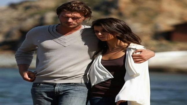 بيرين سات ترفض فيلم العشق الممنوع والسبب زوجها