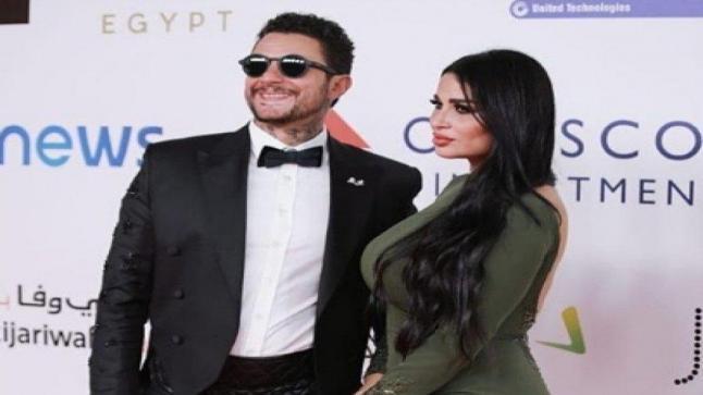شاهد رومانسية أحمد الفيشاوي مع زوجته في الشارع