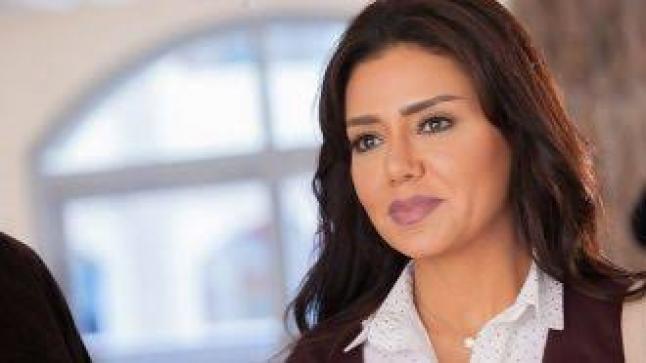 طلب غير متوقع من رانيا يوسف لصابرين