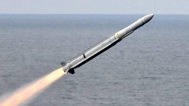 أمريكا تُطلق صاروخ وهمي تكشف عنه لأول مرة