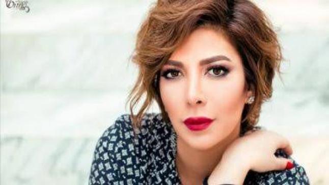 هكذا كان رد أصالة على من اتهمها بالسخرية من بطانة فستان رانيا يوسف