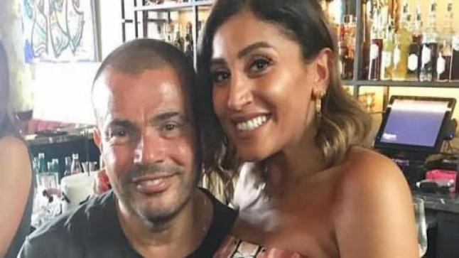 عمرو دياب يفاجئ دينا الشربيني ويحتفل بعيد ميلادها في كواليس تصوير مسلسلها الجديد