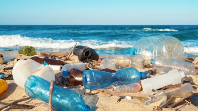 علماء يحولون المواد البلاستيكية لوقود نفاث