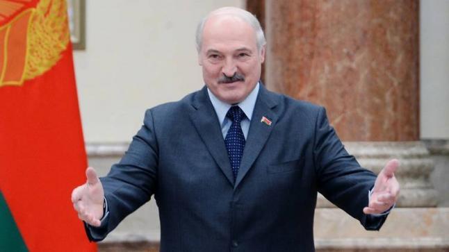 الرئيس البيلاروسي للمتظاهرين.. سأدافع عن البلاد حاملاً رشاش بين يدي