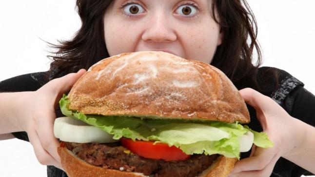 تفسير حلم الأكل في المنام لابن سرين للرجل والمرأة