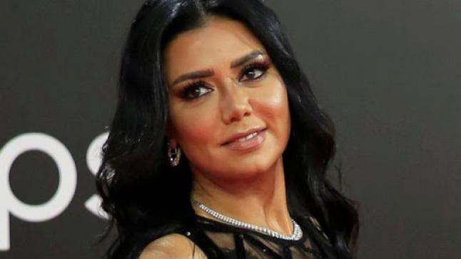 رانيا يوسف تعلن إخلاء سبيلها بعد أربع ساعات تحقيق بشأن فستانها المثير